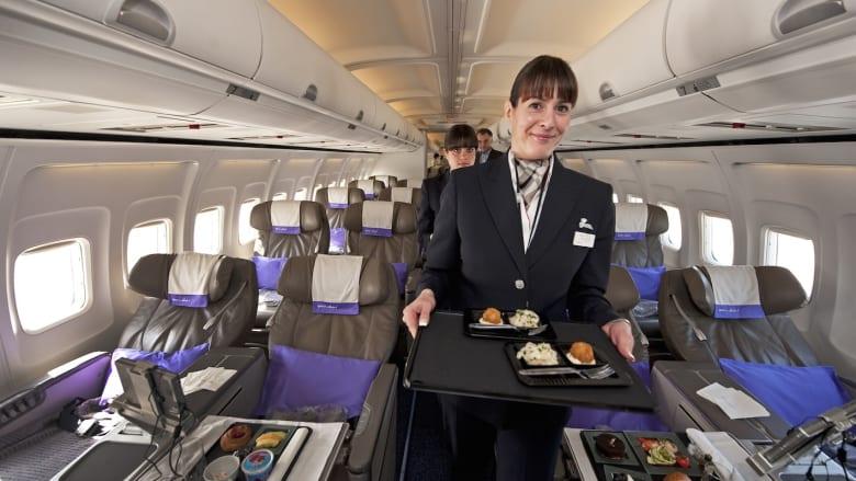 """ما السبب وراء """"الطعم السيء"""" لطعام الطائرة؟"""