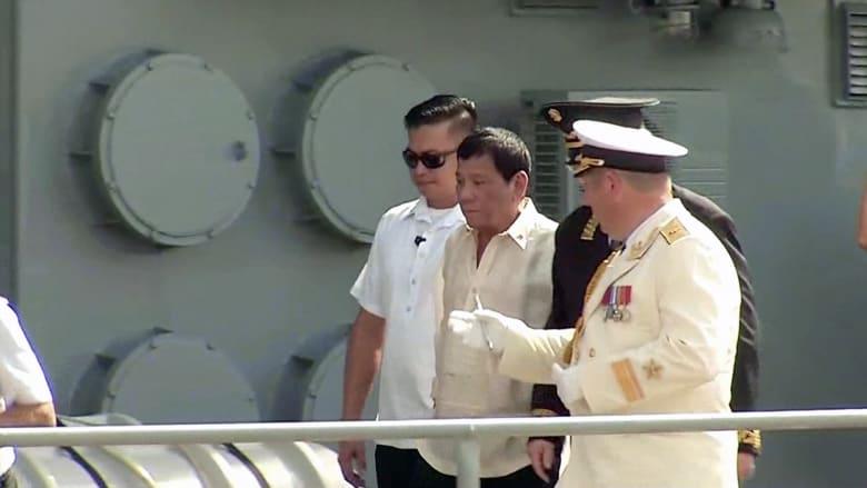 رئيس الفلبين يزور سفينة حربية روسية ويتطلع لدعم عسكري من موسكو