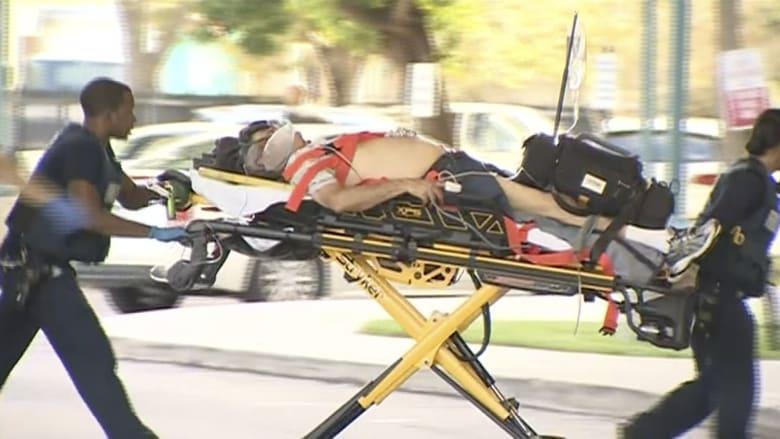"""شاهد.. نقل المصابين إثر إطلاق النار بمطار """"فورت لودرديل"""" في فلوريدا"""