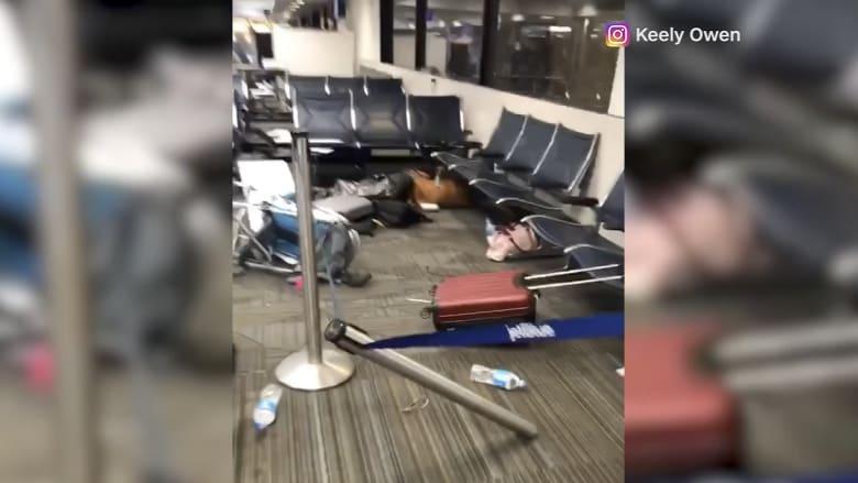 """شاهد.. فوضى بعد إطلاق النار في مطار """"فورت لودرديل"""" بفلوريدا بلحظات"""