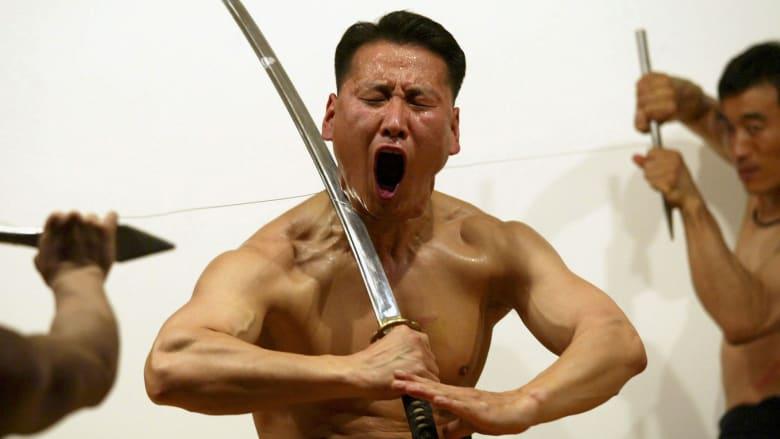 عندما تصبح صناعة السيوف فناً!