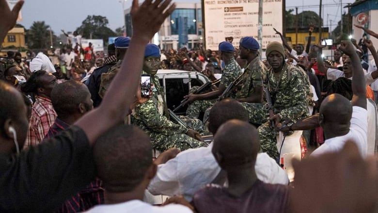 قوات إفريقية تدخل التراب الغامبي لإجبار الرئيس السابق على التنحي