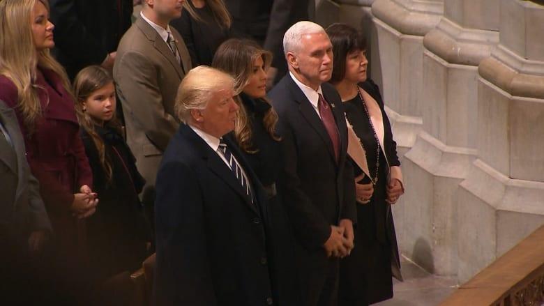 شاهد.. ترامب يستمع للقرآن بمراسم في كاتدرائية بواشنطن