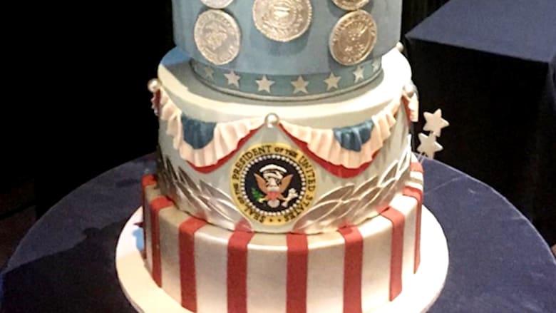 كعكة تنصيب ترامب تثير الجدل بأمريكا.. والسبب؟