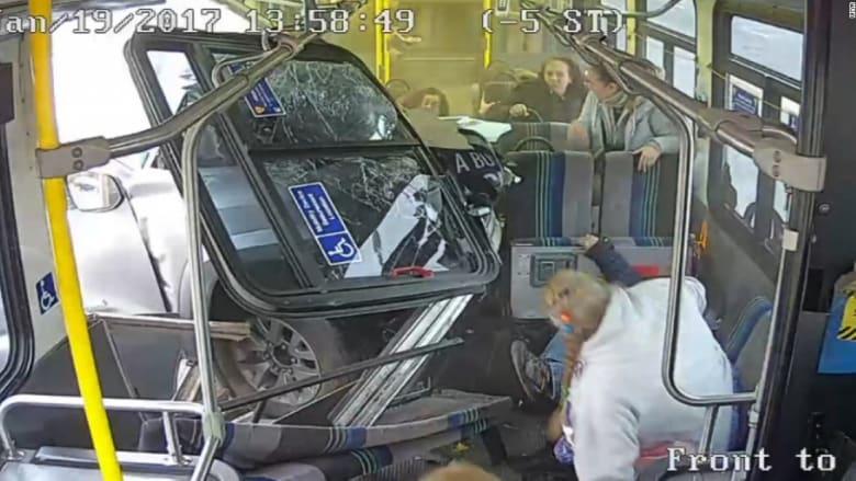 شاهد ماذا حدث لركاب هذه الحافلة بشكل مفاجىء!