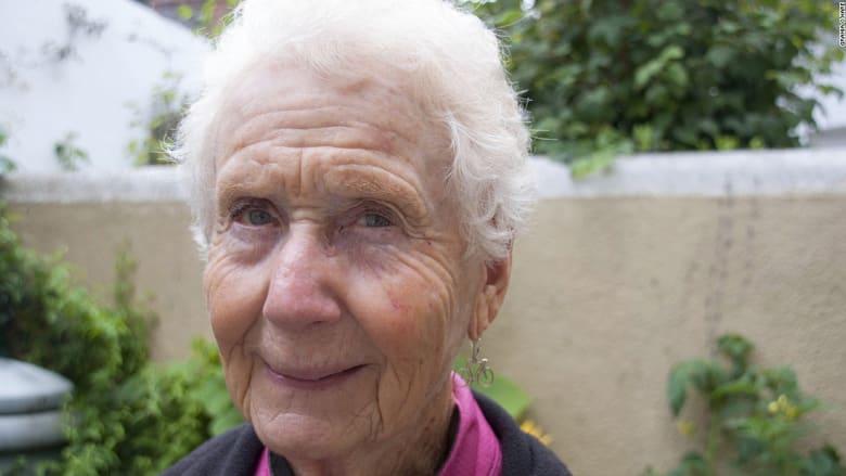 لن تصدقوا أن هذه الجدة قطعت أكثر من 16 ألف كيلومتر بدراجتها