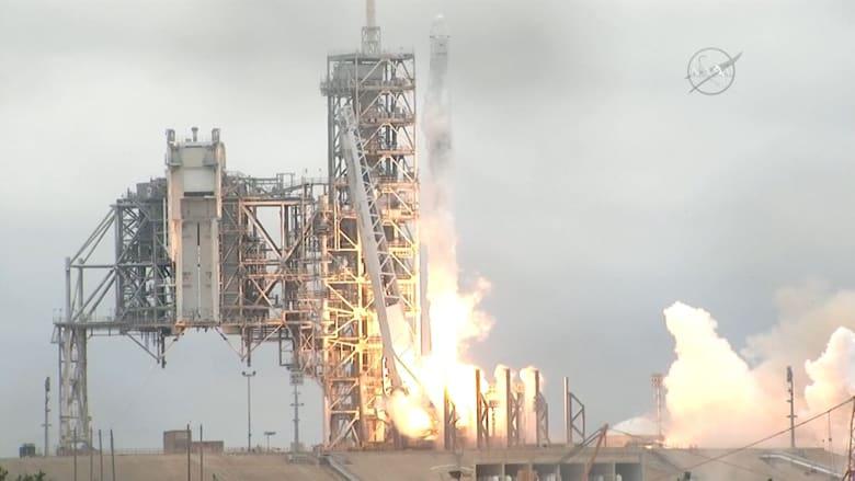 SpaceX التابعة لإيلون ماسك تطلق مركبتها الفضائية