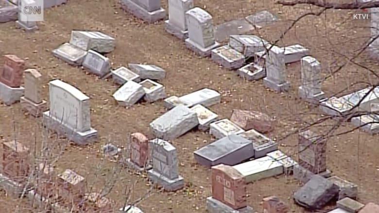 تعرض مقبرة يهودية تاريخية للتخريب.. ومسلمان يجمعان تبرعات لترميمها