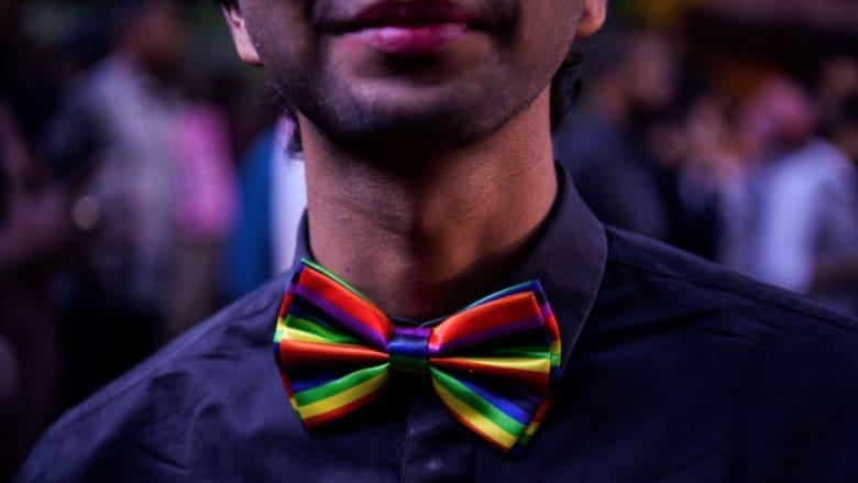 كتيب عن الثقافة الجنسية يكسر المحرمات عن المثلية في مجتمع يحظرها