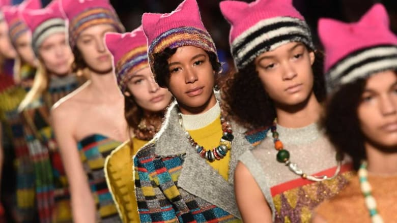 """""""ثورة"""" تقودها عارضات الأزياء.. شاهد كيف"""
