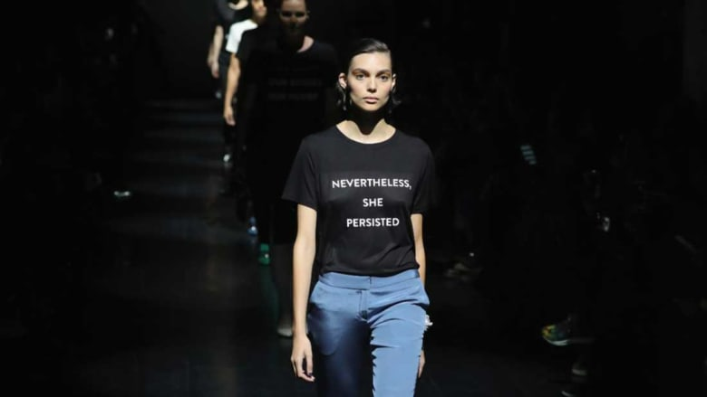 """هذه ثياب """"الثورات""""..وسلاحها """"عارضات الأزياء"""""""