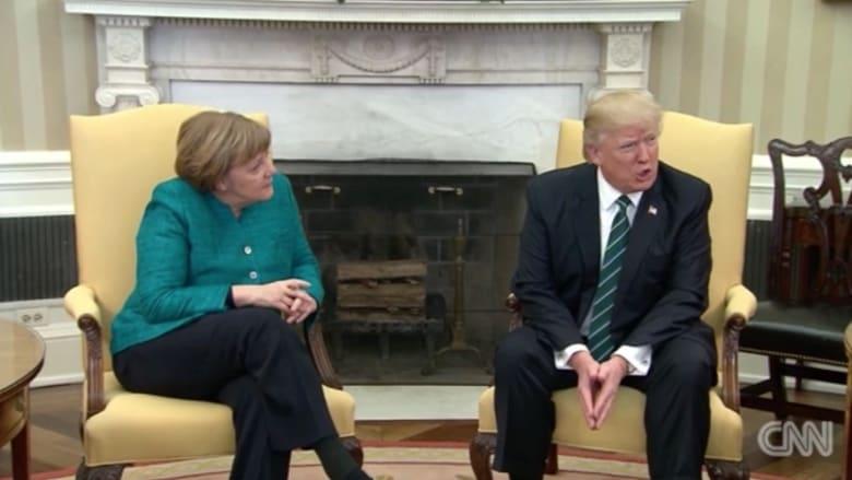 ترامب للمصورين أمام ميركل: أرسلوا صورا جيدة إلى ألمانيا
