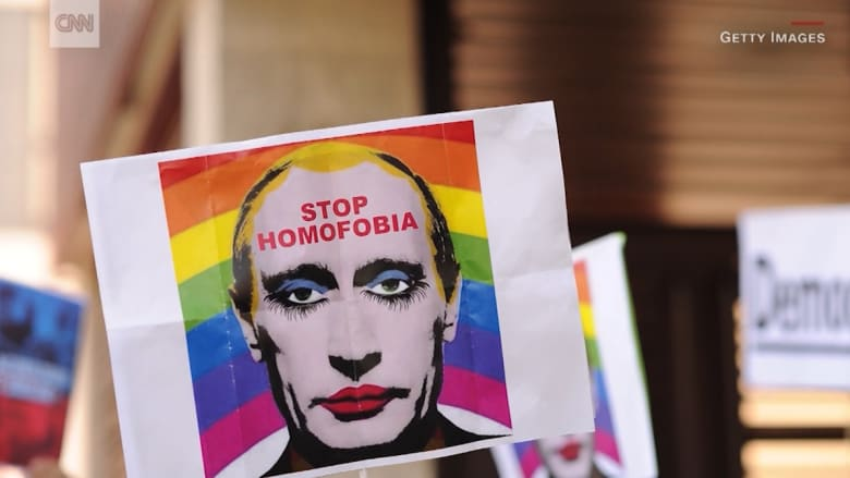 "روسيا تحظر صوراً تشبه بوتين بـ""بهلوان مثلي"""