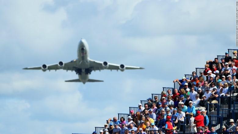 """""""أوفر بوكينغ"""".. لماذا تبيع شركات الطيران تذاكر أكثر من عدد المقاعد؟"""