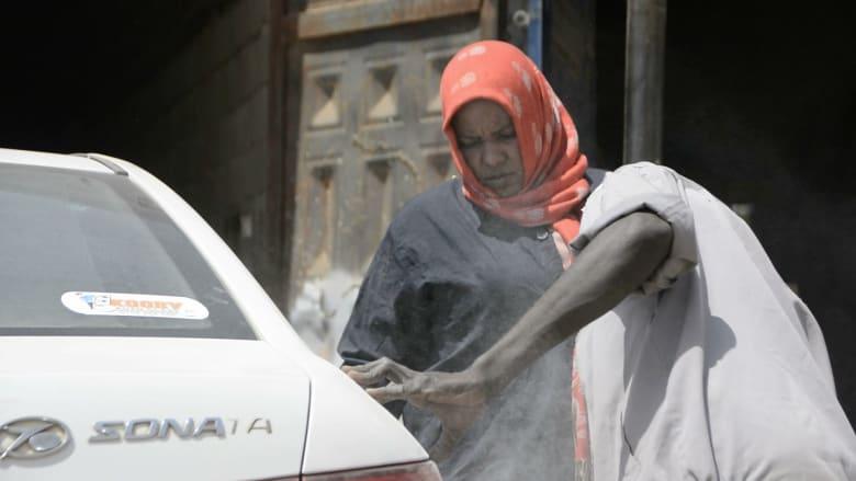 في السودان.. ميكانيكا السيارات لم تعد حكراً على الرجال