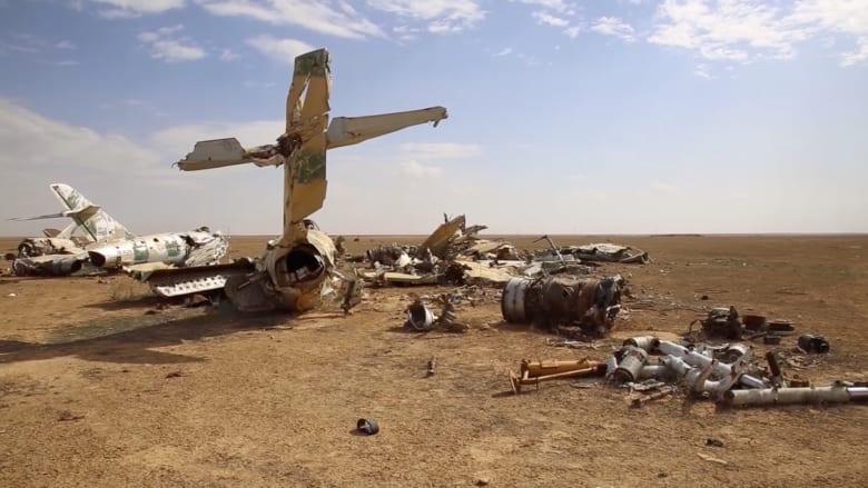 كاميرا CNN داخل قاعدة جوية قرب معقل داعش بسوريا