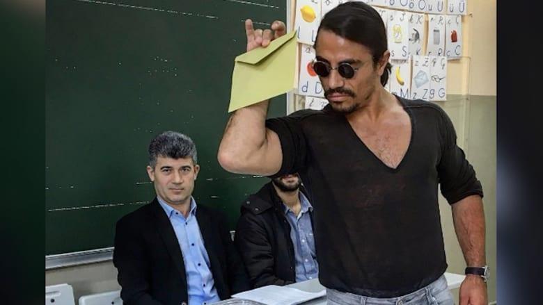 """شاهد كيف أدلى """"حبيب الملح"""" بصوته في استفتاء تركيا!"""