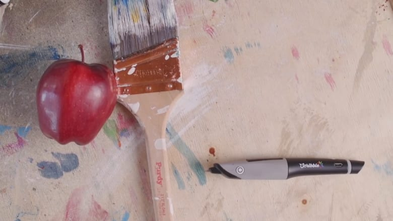"""قلم """"يستشعر"""" الألوان من حولك لترسم بكل الأطياف!"""