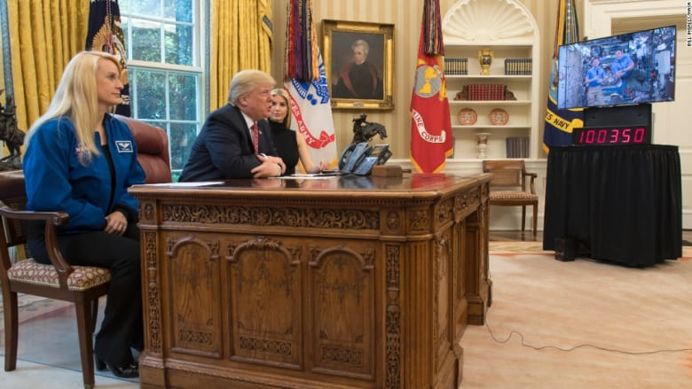 """ترامب لويتسون عن شرب البول: """"أفضل لك وليس لي"""""""
