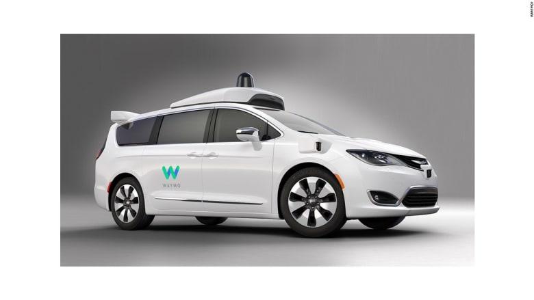 """سيارة """"وايمو"""" ذاتية القيادة تمنح رحلات تجريبية لسكان هذه المدينة"""