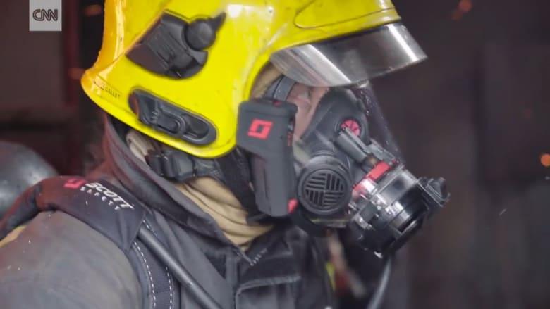 قناع يسمح لرجال الإطفاء بالرؤية وسط الدخان الكثيف