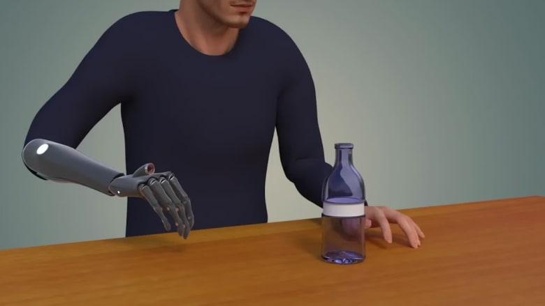 هذه الذراع الاصطناعية يمكنها الرؤية