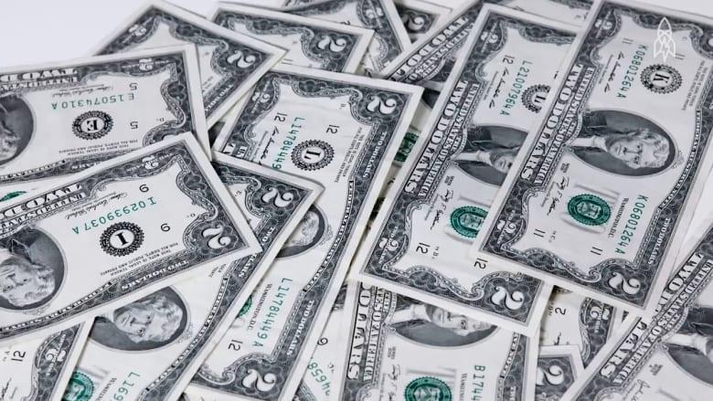 """رشاوى وقمار ومدفوعات لبائعات الهوى.. الماضي """"المشين"""" لورقة فئة الدولارين في أمريكا"""