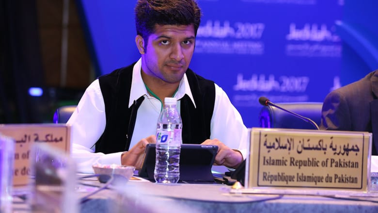 بالصور: شباب عرب ومسلمون بقمة بنك التنمية..من مثّل بلدك؟