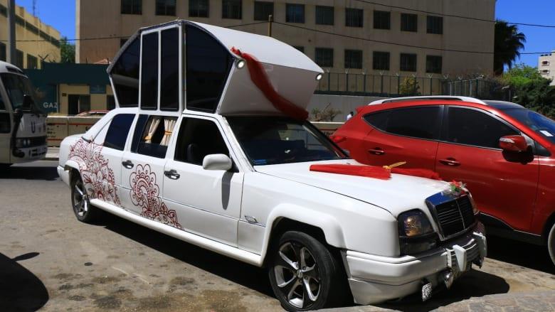 """سيارة """"سندريلا"""" الملكية تُصنع في غزة.. لزفة العرسان"""