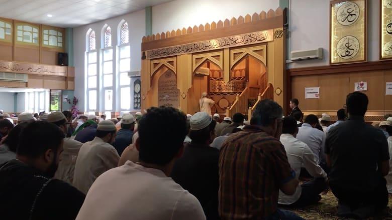 """CNN داخل أكبر مساجد مانشستر.. """"الجأوا للحب"""""""