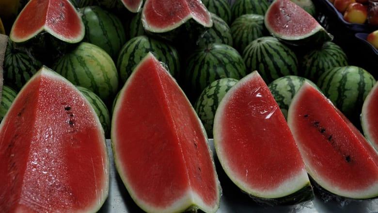 بالصور..أفضل الأطعمة لترطيب الجسم في فصل الصيف