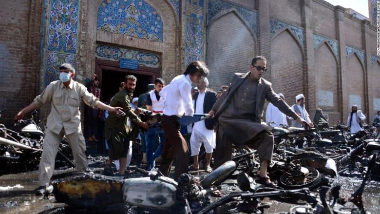 شاهد.. لحظة وقوع انفجار استهدف مسجداً في أفغانستان