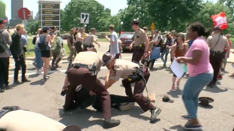 اشتباكات في مسيرات ضد الشريعة الإسلامية في عدة مدن أمريكية
