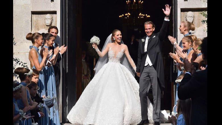 هذا ما ارتدته وريثة أكبر شركة كريستال في العالم يوم زفافها!
