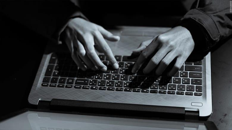 """ما هو الهجوم الإلكتروني الذي يجتاح العالم؟ وكيف يختلف عن """"وانا كراي""""؟"""