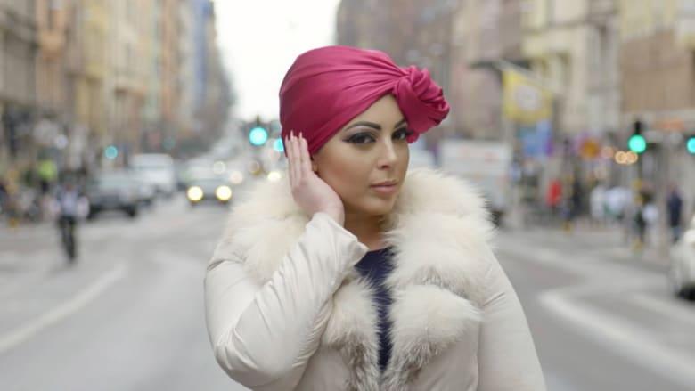 """تعرّفوا إلى """"ملكة الحجاب"""" بتصاميمها المعاصرة والمميزة"""