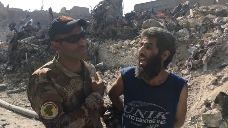 """شبكتنا توثق """"آخر رصاصات داعش"""" في الموصل.. وعناصر التنظيم يسلمون أنفسهم"""