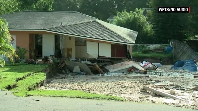 شاهد.. حفرة ضخمة تبتلع عدة منازل في فلوريدا