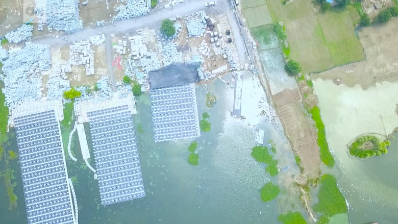 مزرعة للطاقة الشمسية تطفو فوق منجم للفحم بالصين