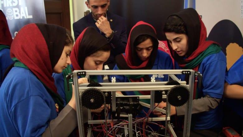 فريق فتيات أفغان يشارك بمسابقة دولية للروبوتات