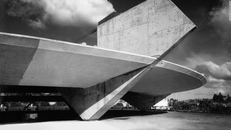 حارب الديكتاتورية ومنع عن التصميم من هو المعماري باولو مينديز دا روشا؟