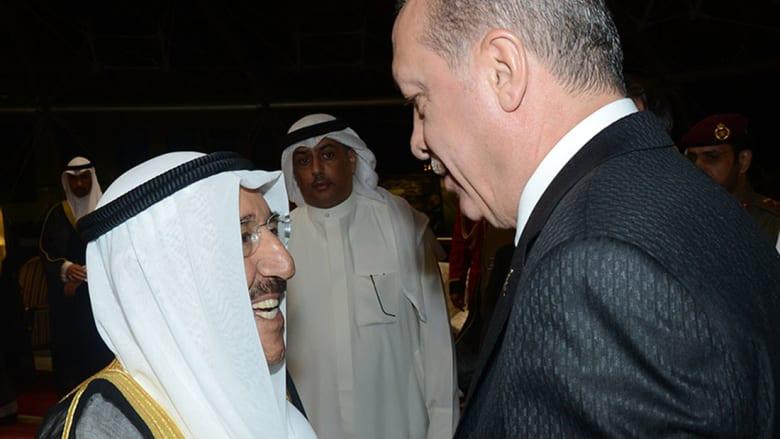 """أردوغان يتوجه إلى قطر بعد مباحثات بأجواء """"ود وتفاهم"""" مع أمير الكويت"""