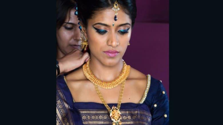 بالصور.. لماذا تعشق النساء الذهب في هذا البلد؟