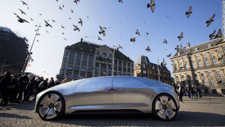 تجول معنا بسيارة مرسيدس الذاتية القيادة في المستقبل