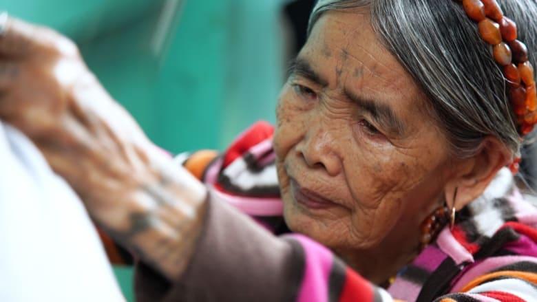 فنانة الوشوم هذه يسافر إليها الناس من حول العالم