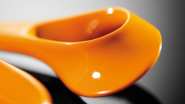 هل تعرف سر المقص البرتقالي الموجود في كل منزل حول العالم؟