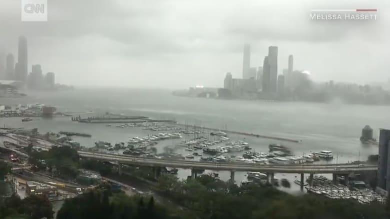 شاهد بالفاصل الزمني.. إعصار عنيف يضرب هونغ كونغ