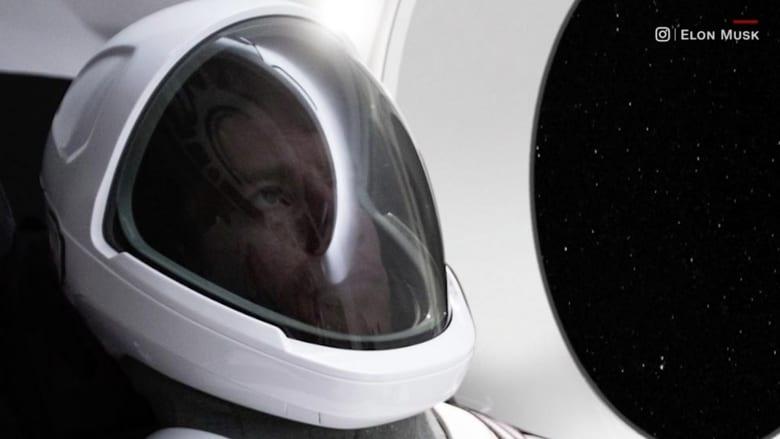 """""""سبيس إكس"""" تقدم بذلة فضائية جديدة تشبه أزياء """"حرب النجوم"""""""