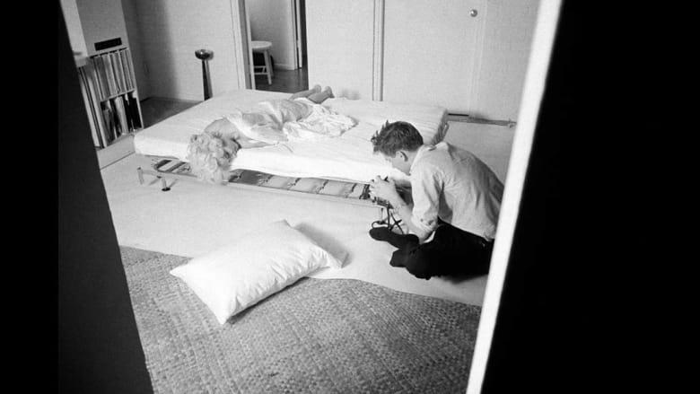 سرير وأغطية بيضاء..هذا ما احتاجته مونرو لأجمل صورها