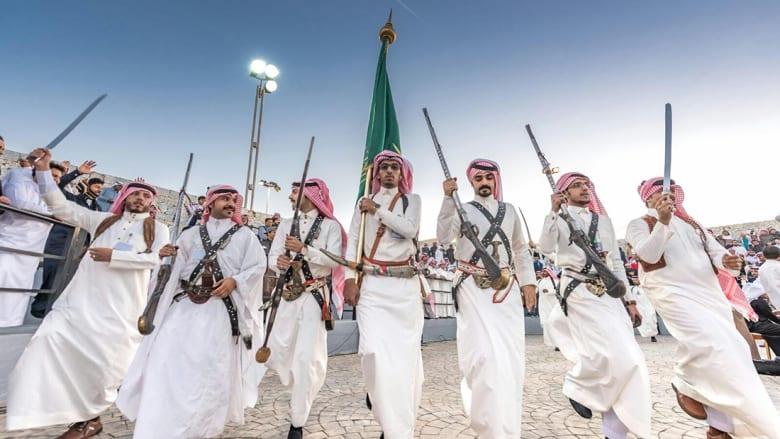 """""""الحرب"""" والعرضة"""" من بينها..الرقص السعودي بين السيوف والخناجر"""